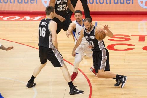 Austin Rivers tries to keep up with Manu Ginobili. Photo Credit: Tiffany Zablosky/News4usonline.com