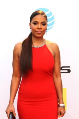 Actress Sanaa Lathan looks glamorous in red at the 2016 NAACP Image Awards