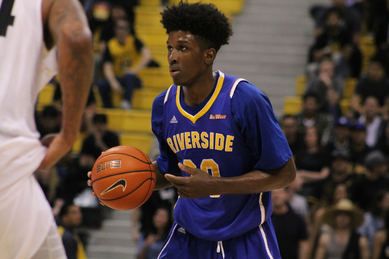 UC Riverside's Eric Rwahire (20) looking for someone to passed the ball to.