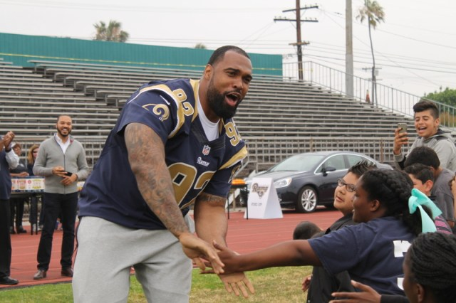 Rams defensive tackle Doug Worthington makes it happen for students during the team's Play 60 Field Day in Inglewood,California. Photo by Dennis J. Freeman