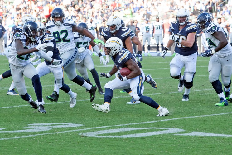 The Seahawks defense closes in to make a play. Photo by Astrud Reed/News4usonline