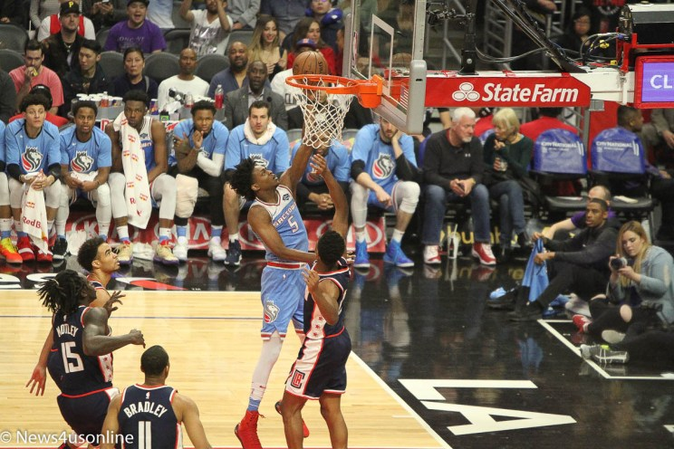 Los Angeles Clippers defeat the Sacramento Kings in NBA action