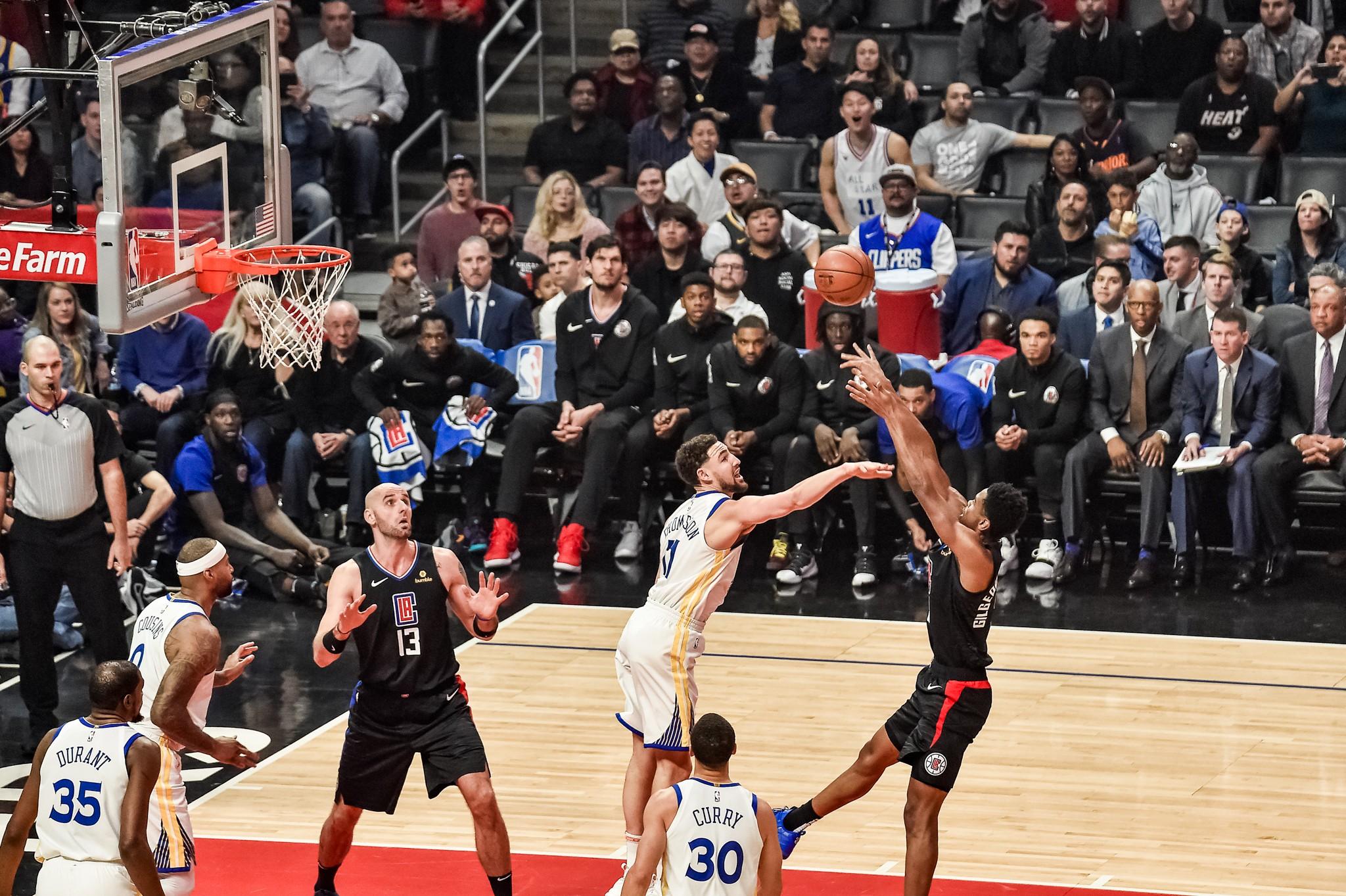 NBA basketball: Klay Thompson defending