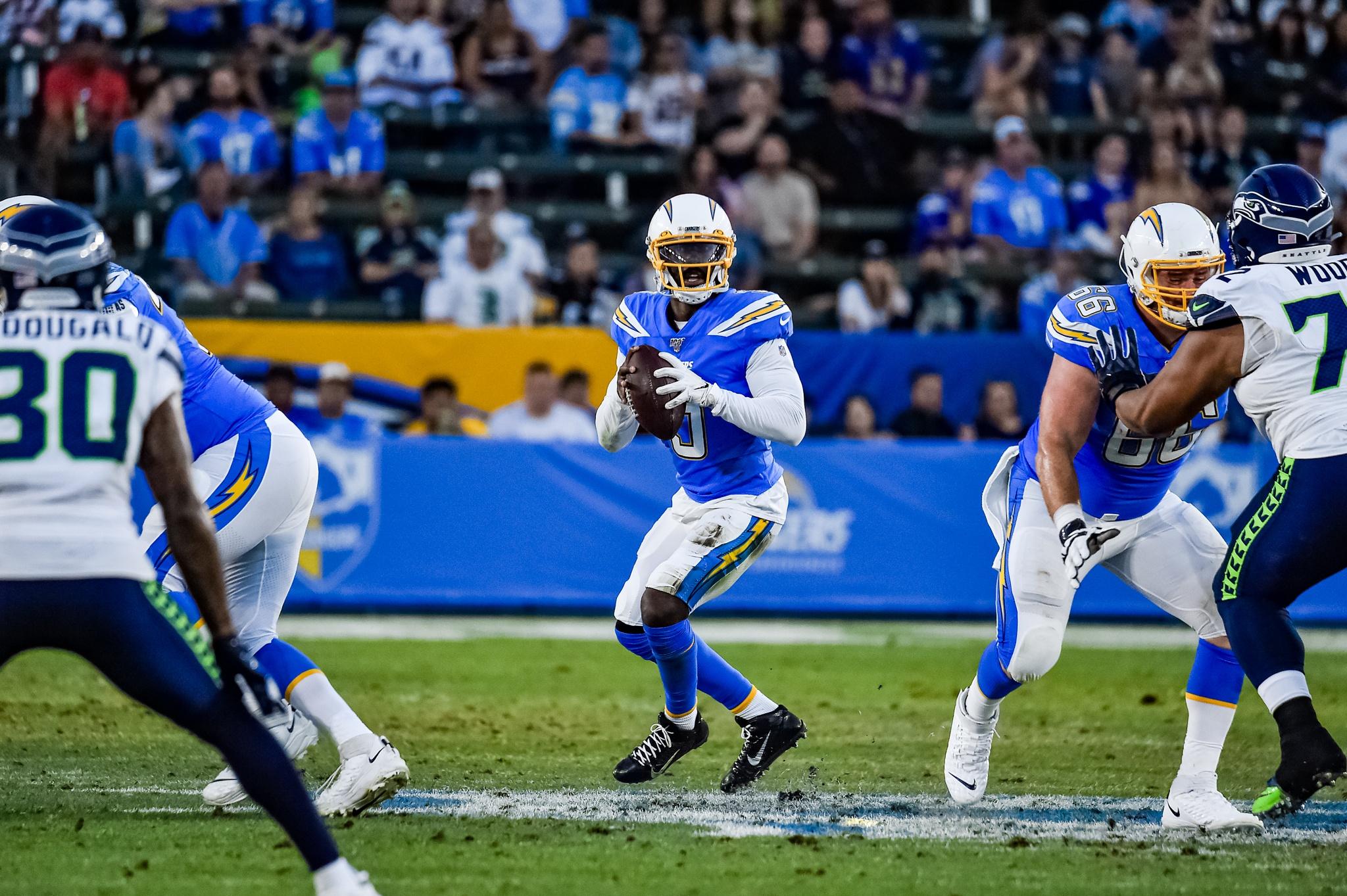 © Mark Hammond/News4usonline - Aug. 24, 2019 - Seahawks vs. Chargers - Quarterback Tyrod Taylor (5) looks to throw the ball downfield.
