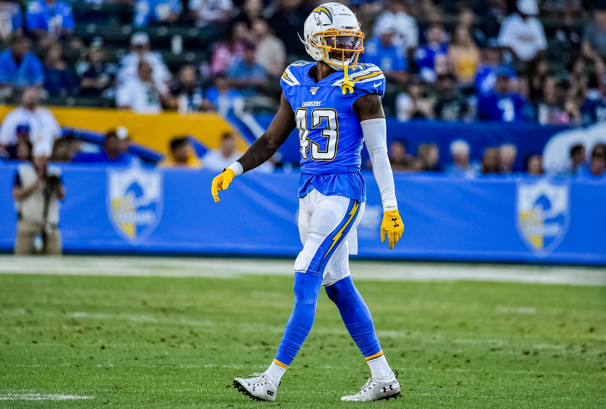 © Mark Hammond/News4usonline - Aug. 24, 2019 - Seahawks vs. Chargers - Chargers defensive back Michael Davis (43) surveying the field