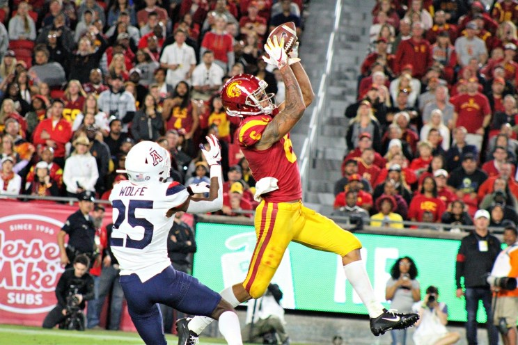 USC defeats Arizona in a college football game