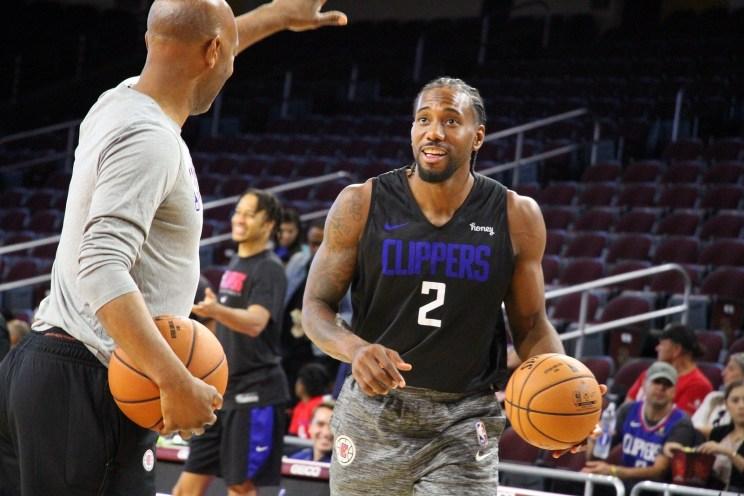 Los Angeles Clippers forward Kawhi Leonard in scrimmage