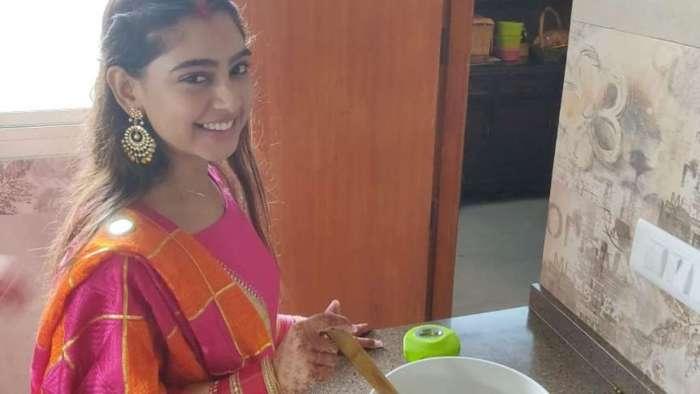 Newly-married Niti Talyor takes up kitchen duties, prepares atta halwa