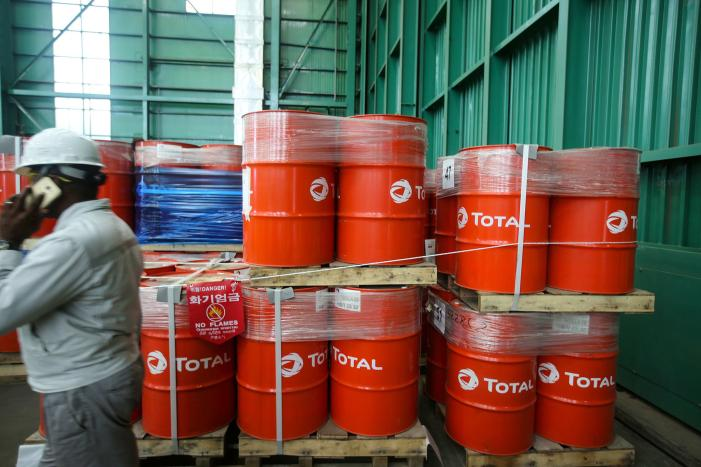 Total cuts investment target, keeps dividend amid pandemic