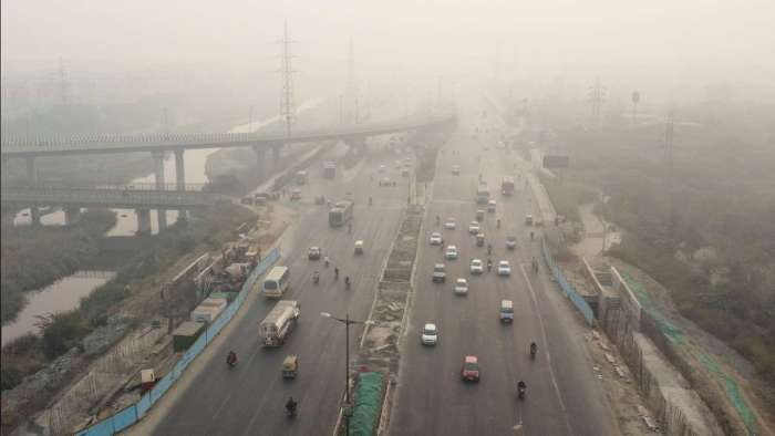 Delhi's air quality oscillates between 'poor' and 'moderate'