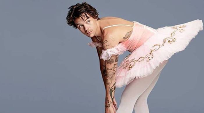 One Direction singer Harry Styles becomes first man to appear solo on this fashion magazine cover