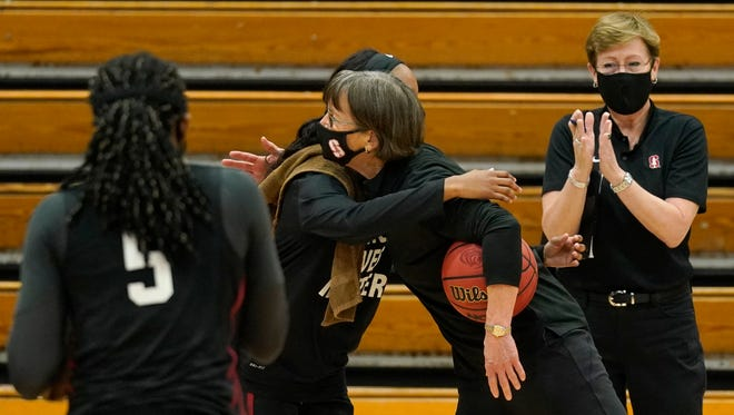 Stanford's Tara VanDerveer passes Pat Summitt as winningest Division I women's college basketball coach