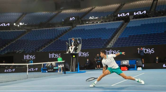 Injured Novak Djokovic advances to quarters at Australian Open