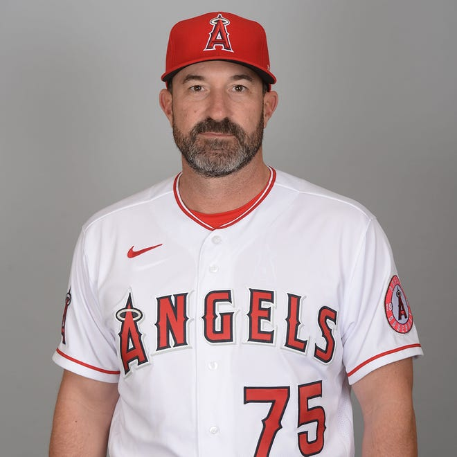 MLB investigating allegations of Angels pitching coach Mickey Callaway sending inappropriate messages, photos to female reporters