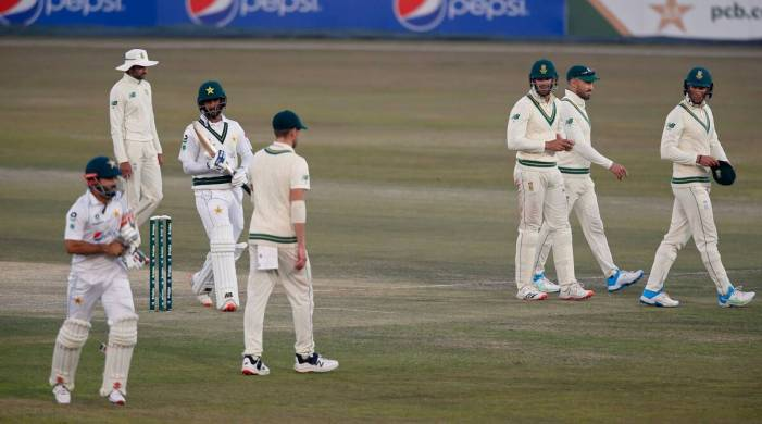 Pakistan lead by 200 against South Africa in 2nd test