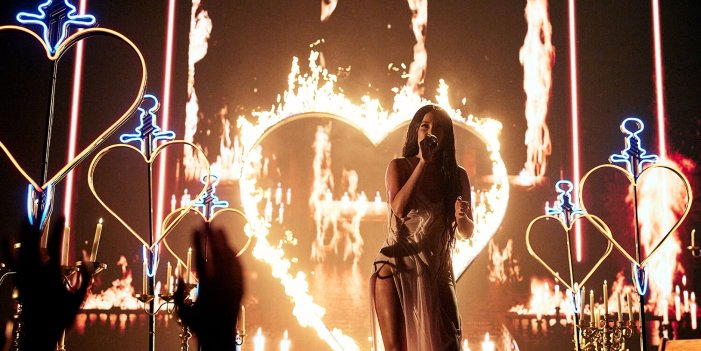 Kacey Musgraves Performs Fiery World Premiere of 'Star-Crossed' at 2021 MTV VMAs