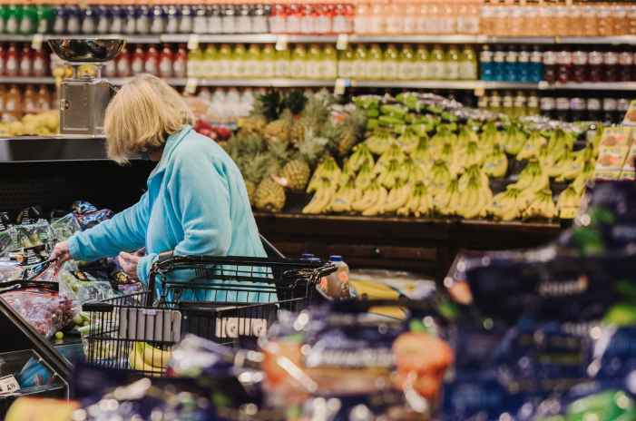 Kroger gets hit by higher costs, offsetting bigger grocery baskets