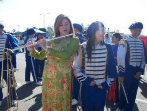 Loretta-Sanchez-plays-the-flute