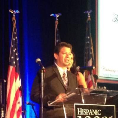 Roman Reyna at Hispanic 100 event