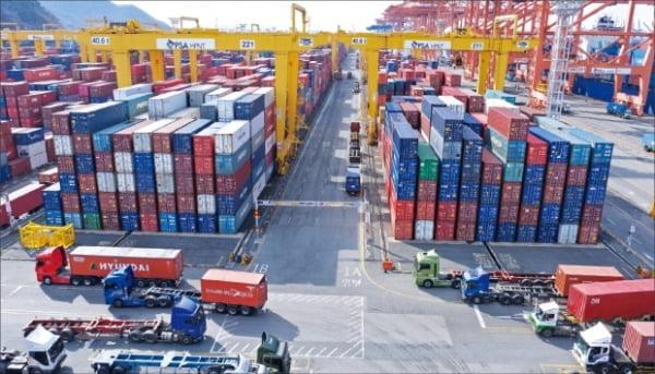 Korean-exports-rocketing-but-Delta-risk-growing-Report