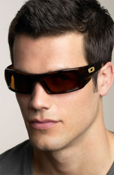 Sports Type of sunglasses has sleeker lenses with less frames