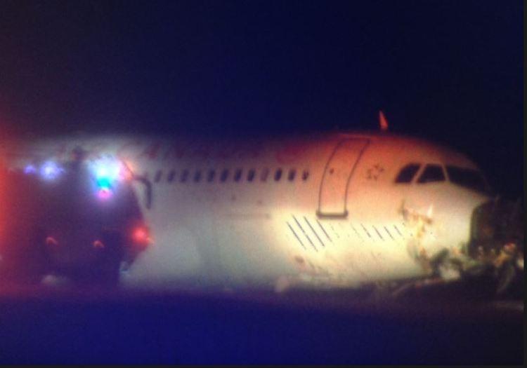 Fontes dos bombeiros do aeroporto de HAlifax disseram aos canais televisivos do Canadá que o avião é irrecuperável, opinião partilhada por alguns especialistas depois de conhecida a idade de serviço.