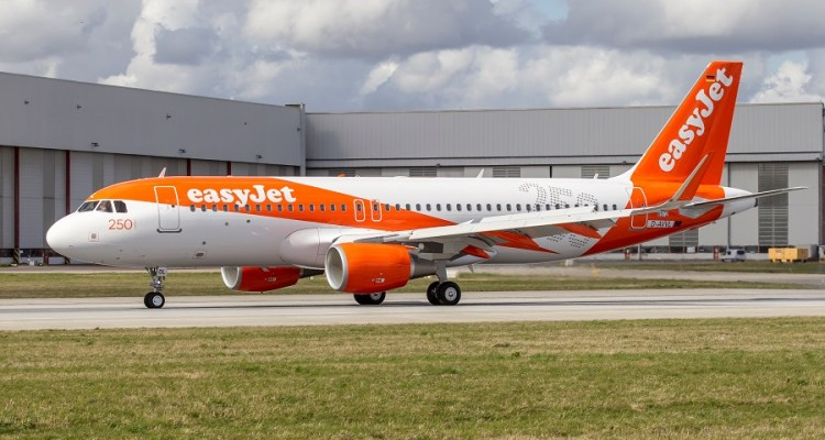 [Portugal] EasyJet Pode Mudar Sede E Registo Dos Seus Aviões Para Portugal EasyJet-A320-250thA-900px