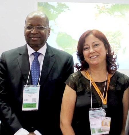 Luís Almeida, delegado da TAAG para as Américas, com Vera Mónica Moreira, supervisora da Loja da TAAG na cidade do Rio de Janeiro.