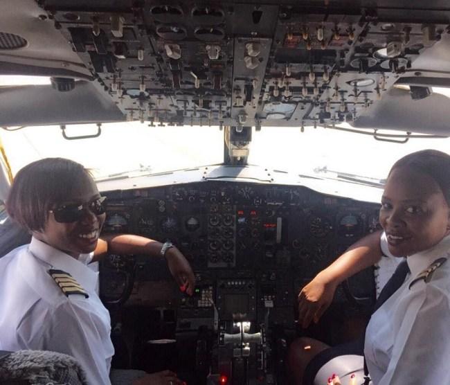 Air Zimbabwe Cockpit feminino_02 900px