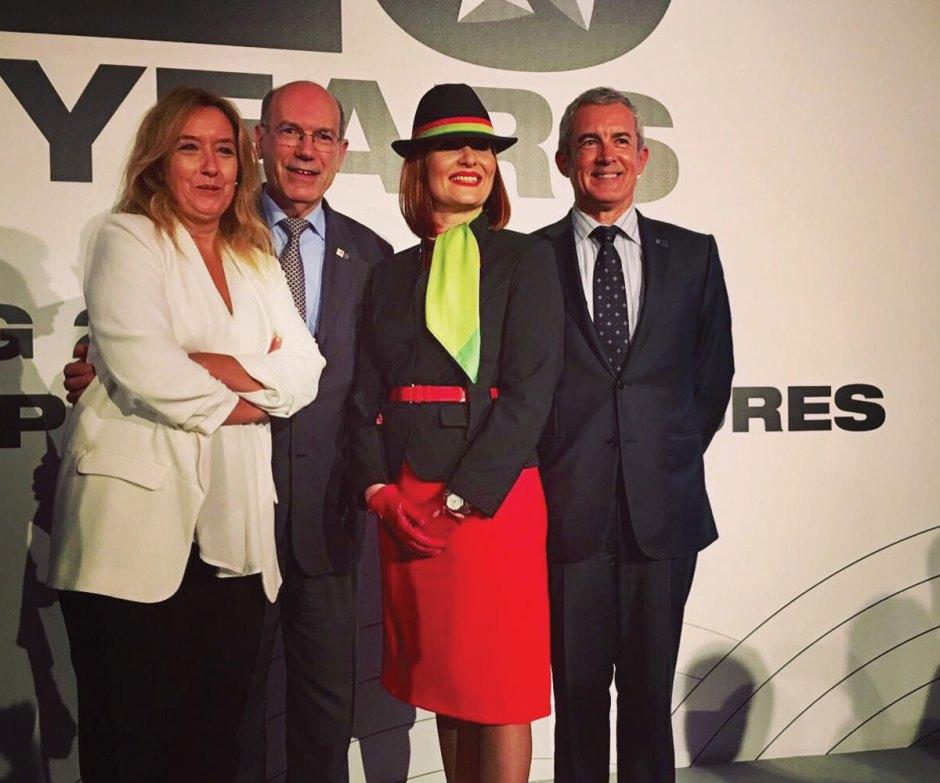 Elsa fragata com representantes da Tap e Star Alliance