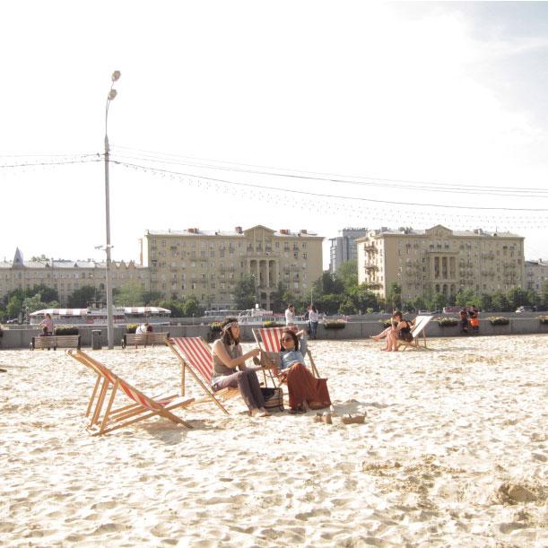Praia artificial no parque Gorky