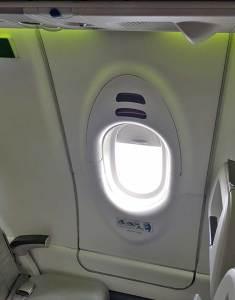 AirBaltic A220 - Porta de Emergência