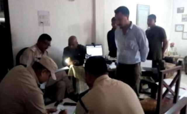 असम के डिब्रूगढ़ में अवैध आधार कार्ड रैकेट का भंडाफोड़, 3 को हिरासत में
