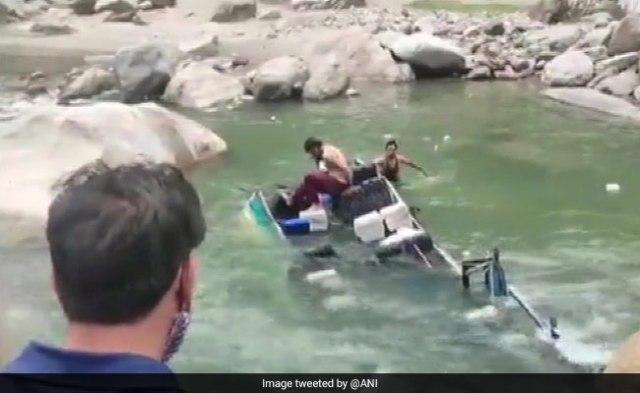 पीएम मोदी कहते हैं कि जम्मू और कश्मीर नदी में मिनिबस फॉल्स के रूप में 7 मारे गए