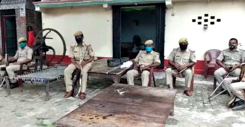 Two policemen injured in Azamgarh