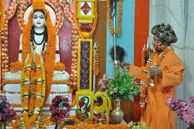 Yogi offers 'First Khichdi' of Makar Sankranti