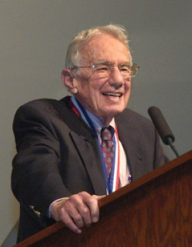 Art Rosenfeld at the Fermi Award ceremony in 2006 (credit: Lawrence Berkeley National Laboratory)