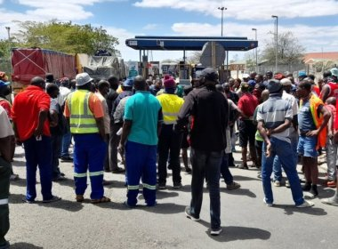 Logjam at Beitbridge Border Post as Truck Drivers Protest ( News Central TV)