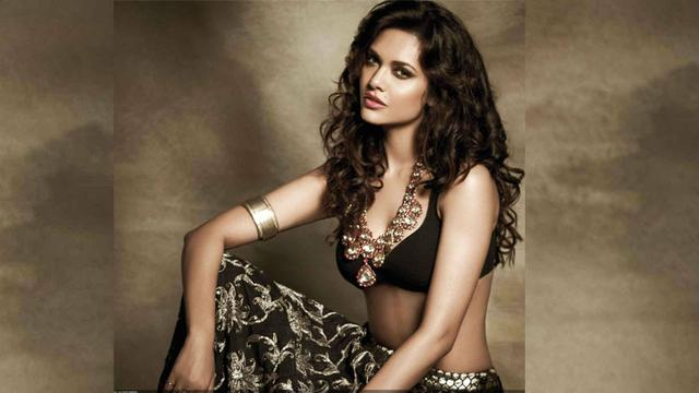 Esha gupta look bold t in latest picture