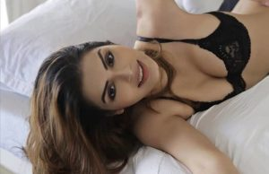 ex-bigg-boss-contestant-sonali-raut-looks-sensuous-in-latest-pictures