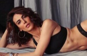This Bold Mirror Selfie of Mandana Karimi Will Blow Your Mind