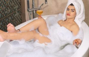 prachi singh raise temperature of-internet while enjoying bubble bath