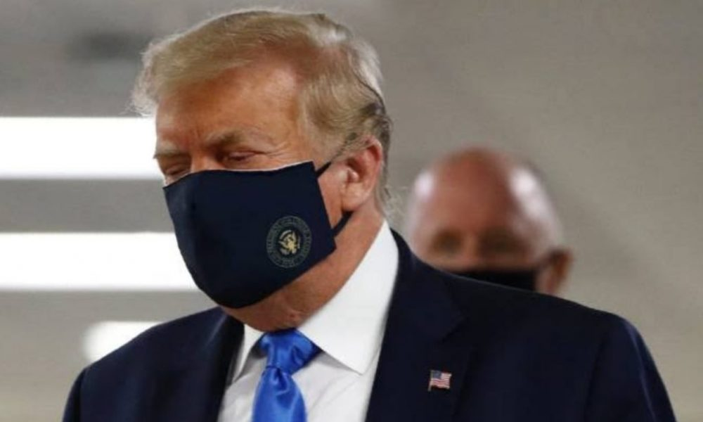 Trump finally wears mask in public
