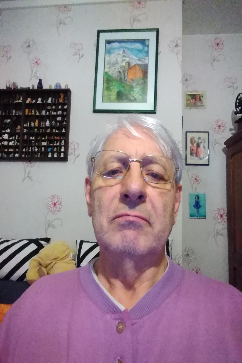 BRON < Daniel Acharles «Je suis dans 8 associations et remets les dossiers à jour»