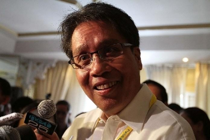 Mar Roxas Responds To Duterte's