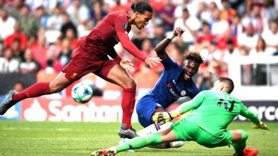 Chelsea's English striker Tammy Abraham (C) vies for the ball with Liverpool's Dutch defender Virgil van Dijk (L) and Liverpool's Spanish goalkeeper Adrian during the UEFA Super Cup 2019 football match between FC Liverpool and FC Chelsea at Besiktas Park Stadium in Istanbul on August 14, 2019. Bulent Kilic / AFP