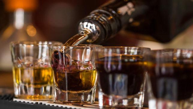 दिल्ली में शराब पीने की कानूनी उम्र 25 साल किस आधार पर है? केजरीवाल बताएंगे