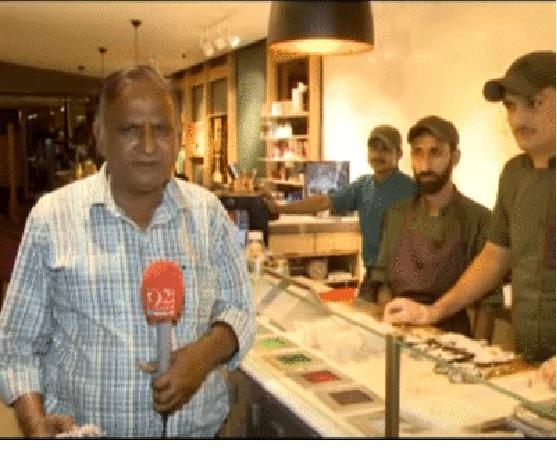 10 साल बाद फिर लौटे पाकिस्तानी पत्रकार चांद नवाब, इस बार पान के चक्कर में फंस गए