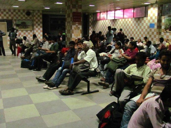 मुफ्त का वेटिंग रूम जमाने की बात, अब रेलवे वसूलेगा चार्ज