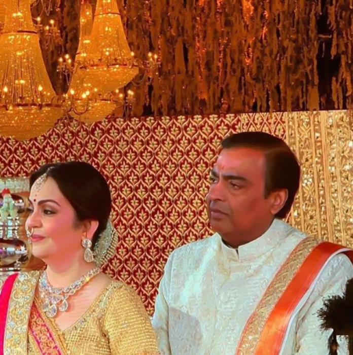 Isha ambani: ईश-आनंद की शादी की पहली तस्वीर, एंटीलिया में सितारों का जमावड़ा